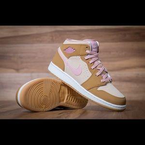 "Girl's Nike Air Jordan 1 ""Hare"" Lola Bunny sneaks"